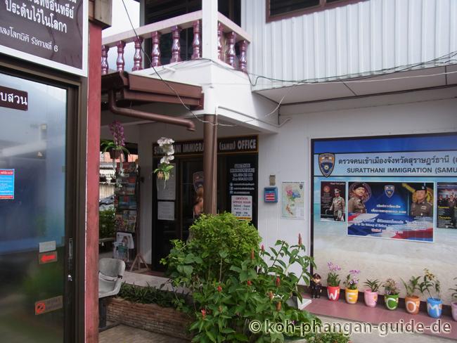 Immigration Büro auf Koh Samui von außen.