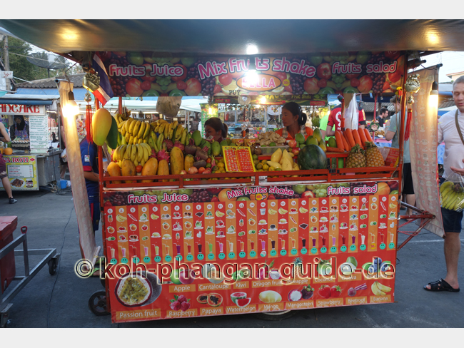 Fruchtshakes auf dem Food Market in Thong Sala