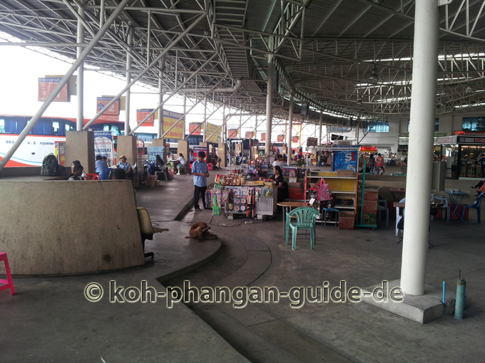 Außenbereich des New Southern Bus Station in Bangkok.