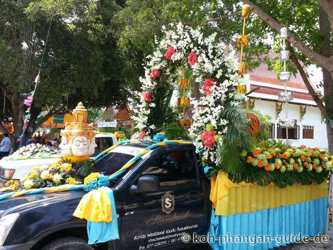 Geschmückter Blumenwagen.